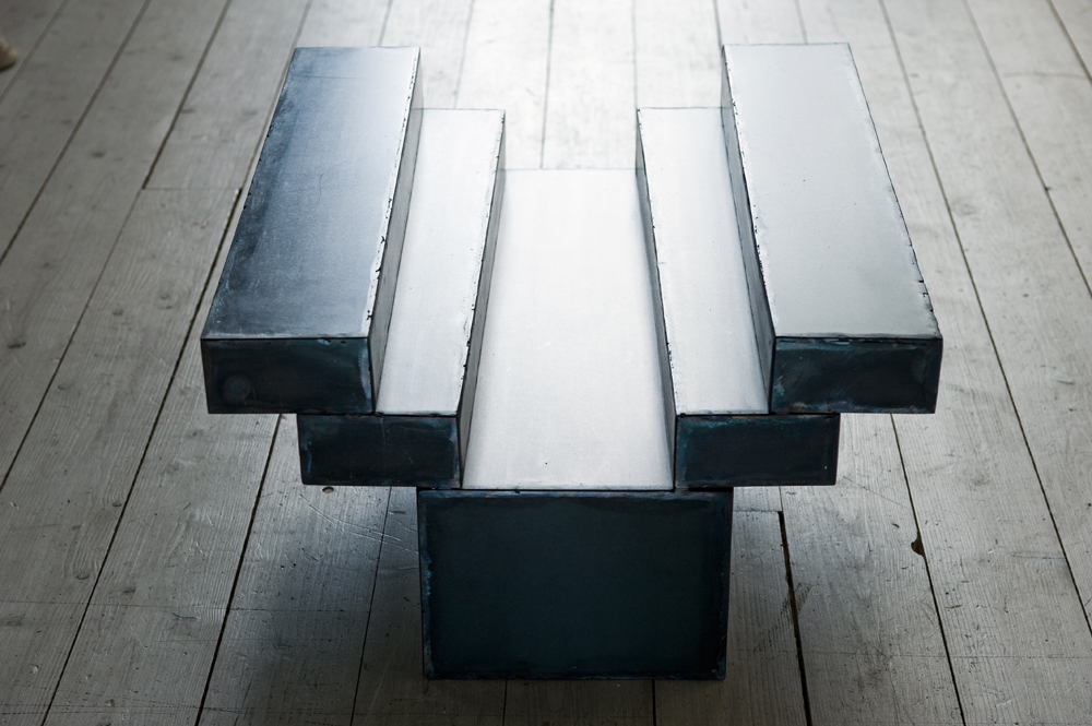 Cannot help, 2009, steel, 35 x 50 x 50 cm, Photo: Kennet Ruona