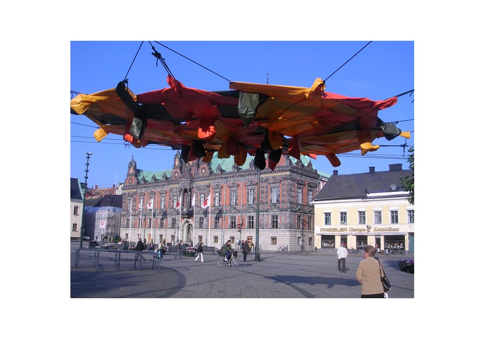 Protect, 2007, rain coats, rope, rivets, 5 x 4 x 3 m, Malmö